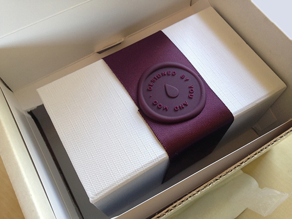 Moo Luxe business card box seal